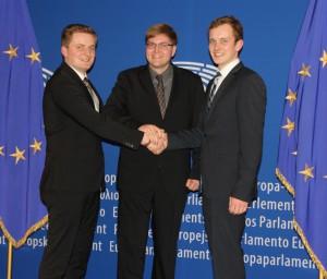 Im EU-Parlament: (v.l.) Eike Sudmann, Phillipp Mohmeyer und Gereon Albers