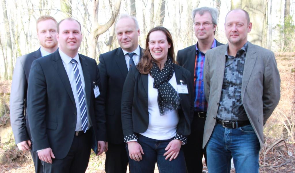 (v.l.) Eric Brenneke (Vorsitzender Junglandwirte Niedersachsen), Matthias Teepker (Stellv. Vorsitzender Junglandwirte Nds.), Johannes Röring, (WLV-Präsident), Katrin Carl (Stellv. Vorsitzende Junglandwirte Nds.), Detlef Passeick (Kommunikationstrainer) und Peter Spandau (Berater der LWK NRW) beim Junglandwirtetag 2014 in Oesede